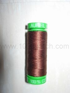 Bobine de fil AURIFIL MARRON CHOCOLAT spécial patchwork main et machine