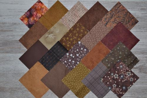 Lot de 20 Coupons de Tissus Patchwork Chocolat Noisette - Charm Pack